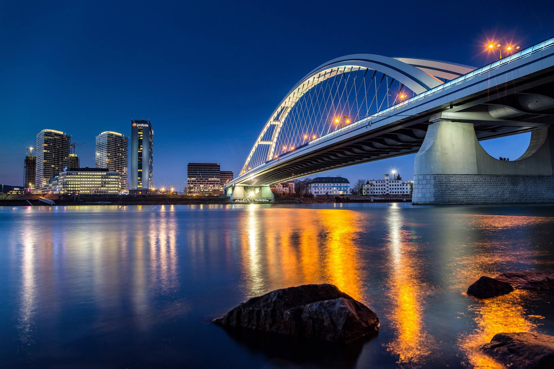 Most Apollo počas modrej hodinky, Bratislava2